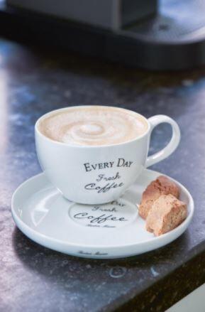 Filiżanka ze spodkiem Every Day Fresh Coffee Riviera Maison