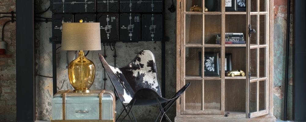 Witryny szklane i drewniane do salonu